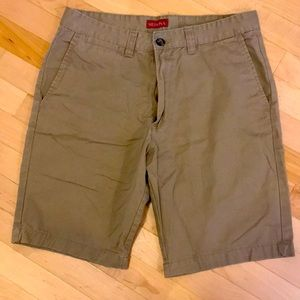 Men's khaki shorts size 32
